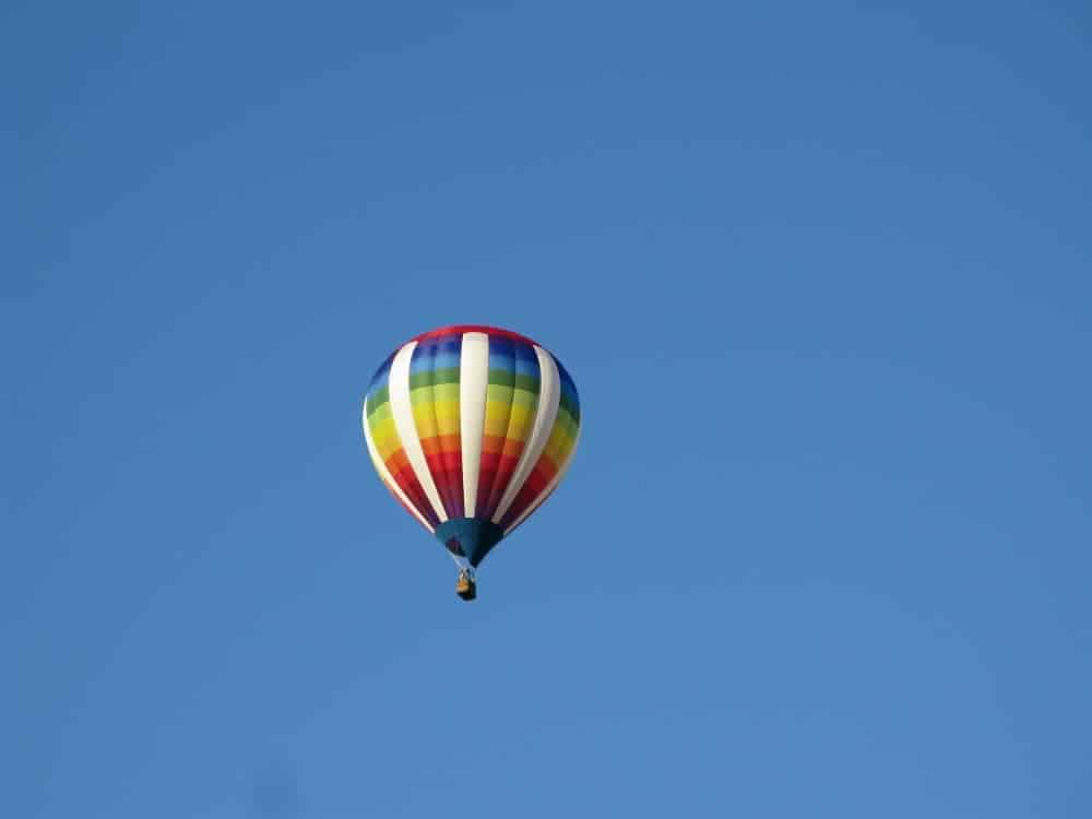 Hot_air_balloon_flyover